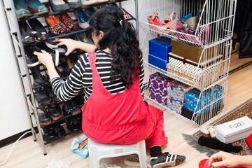 קופסאות נעליים בסלסילות ונעלי העקב במעמד נעליים  חסכוני במקום (צילום: ענבל מרמרי )