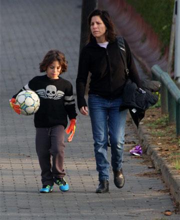 אמא קולית. עם בנה, אמיר (צילום: רועי חביב)