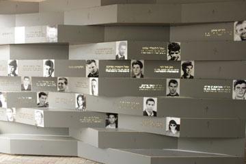 קיר הנצחה בבית ספר בנהריה. אישי ופרטי יותר ויותר (צילום: SO Architecture - אדריכל שחר לולב ואדריכל עודד רוזנקיאר)