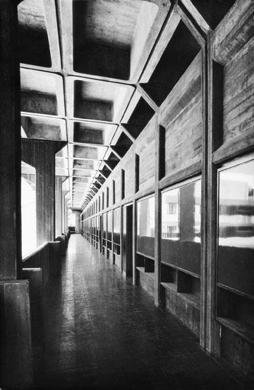 בית ספר ''עמל'', שתיכנן ב-1966 (באדיבות רם כרמי אדריכלים)