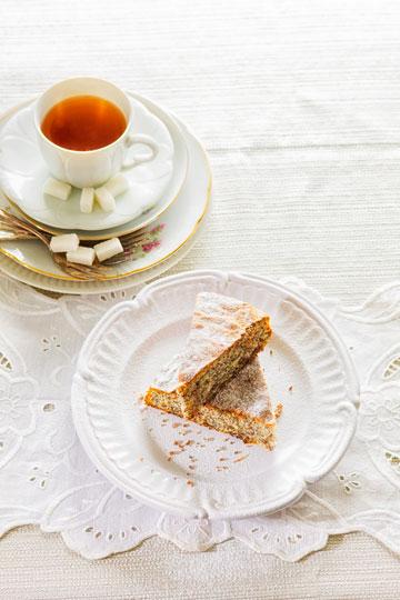 עוגת פרג פרווה (צילום: דני לרנר, סגנון: פסי ברניצקי)