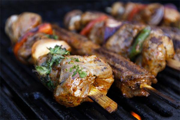 השריית בשר במרינדה מפחיתה את ייצור החומרים המסרטנים  (צילום: thinkstock)