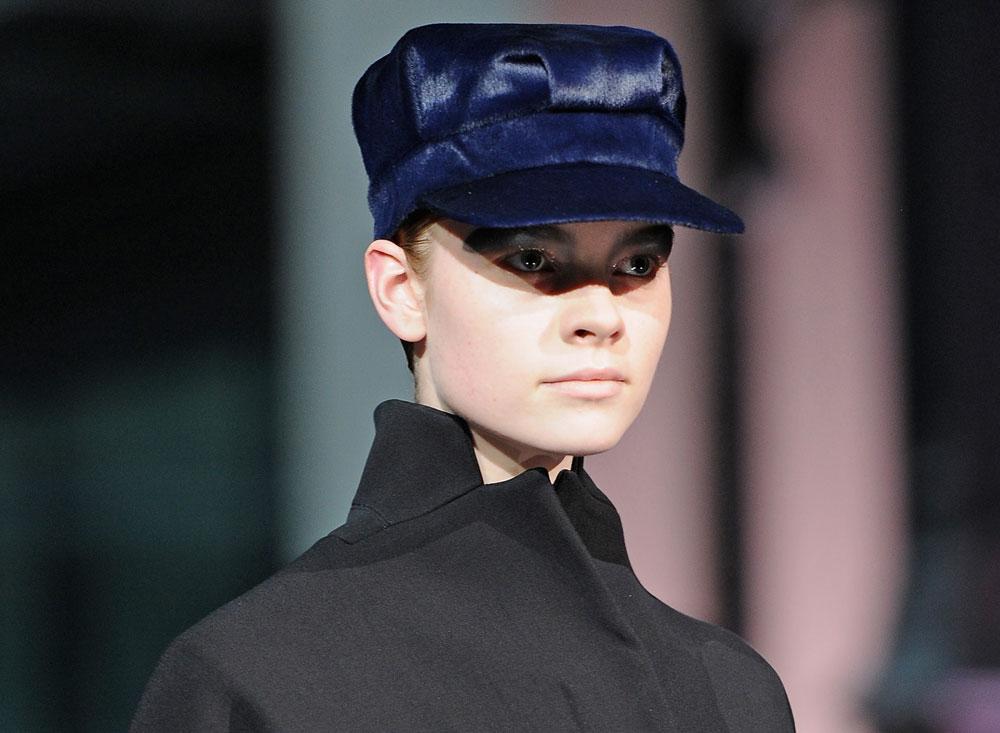 הכוכב של הקיץ. כובע קסקט על המסלול של ג'ון גליאנו (צילום: gettyimages)