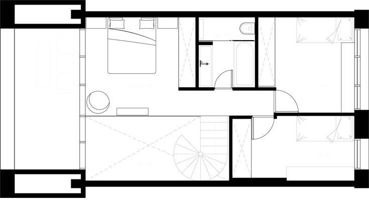 תוכנית הקומה העליונה: שני חדרי שינה, מיטת הורים בגלריה מול הנוף, וחדר רחצה עם שירותים במרכז (באדיבות גרסטנר אדריכלים)