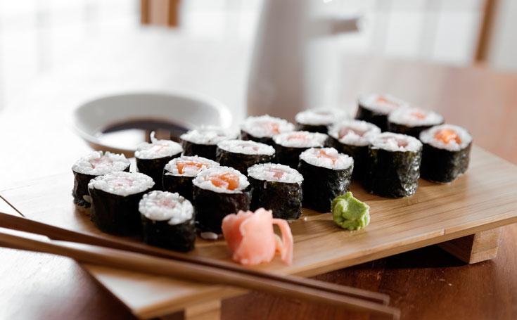 במקור, הווסאבי שימש לחיטוי הדגים. סושי עם ווסאבי וג'ינג'ר כבוש (צילום: shutterstock)
