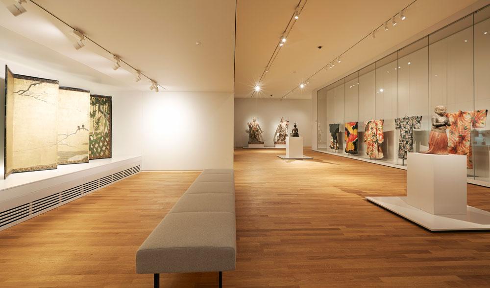 יצירות המופת מקבלות את הכבוד הראוי להן בעזרת פאר אדריכלי של חלל ואור, מעשה ידיו של קאופרס. העושר החזותי המרשים מחזק את יצירות האמנות, ואולי אפילו גוזל את תשומת לב מהן (צילום: Erik Smits)
