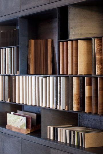 ספריית חומרים וקטלוגים (צילום: עמית גרון)