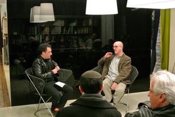 המעצב יעקב קאופמן במפגש (צילום: מיכל מאיר)