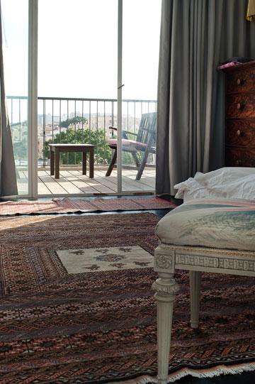 מבט למרפסת חדר השינה (צילום: עמרי אמסלם)