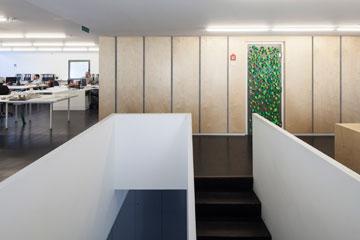 בקומה הראשונה ''זרחי אדריכלים'' (צילום: אביעד בר נס)