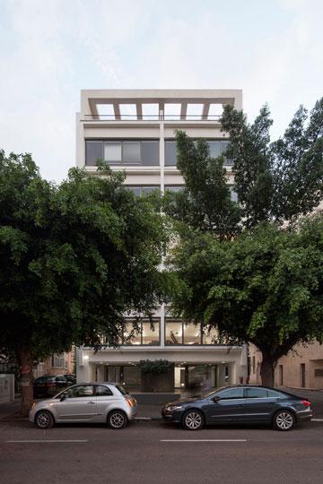 הבניין כיום, לאחר השיפוץ ותוספת הבנייה (צילום: אביעד בר נס)