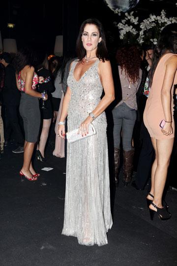 """סיגל גרוס פפושדו בשמלה של ג'ני פקהאם. """"קניתי את השמלה לפני שלוש שנים בסאן טרופה, אני לא ממש זוכרת כמה היא עלתה – משהו כמו 2,500 יורו"""" (צילום: אורית פניני)"""