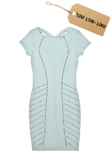 נוצצת: שמלת מיני בגוון תכלת בהיר בעיטור ניטים, 1,080 שקל, bebe (צילום: אפרת אשל)