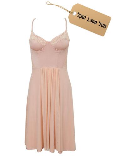 קלאסית: שמלת מחוך בגוון אפרסק, 2,000 שקל, אלון ליבנה (צילום: שי נייבורג)