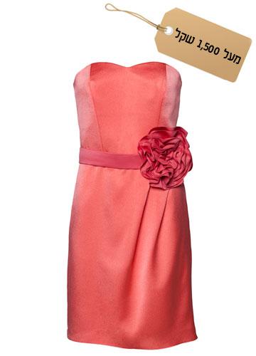 רומנטית: שמלת מחוך עם חגורת פרח בצבע קורל, 2,600 שקל, ירון ברכה בצלאל