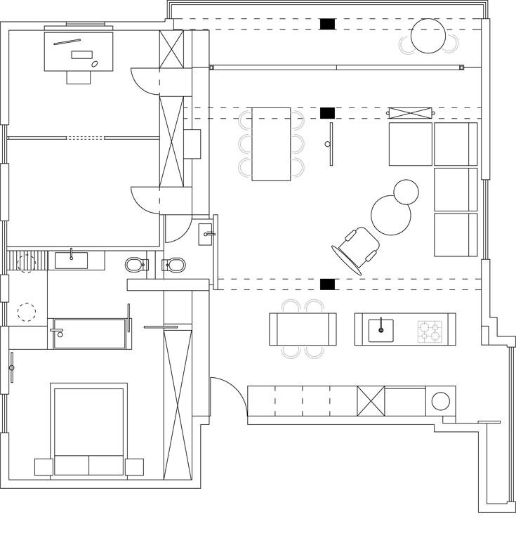 תוכנית הדירה: משמאל לדלת הכניסה קיר ארונות עבה ודו צדדי, שחוצה את הדירה לשני חלקים. מימין חלל פתוח שבו מטבח, סלון, פינת אוכל ומרפסת, ומשמאל חדר שינה עם חדר רחצה צמוד וחדר עבודה גדול, שאפשר לחלק לשניים בקלות (באדיבות אמיר נבון)