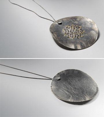 תכשיטים שעיצב סמי די עם נועה גורן (צילום: משה עמאר)