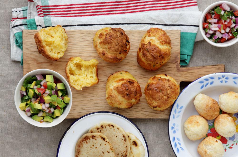 הכנה ואפייה פשוטות ומהירות. לחמניות לפסח מקמח תפוחי אדמה (צילום: דניה ויינר, סגנון: דיאנה לינדר)