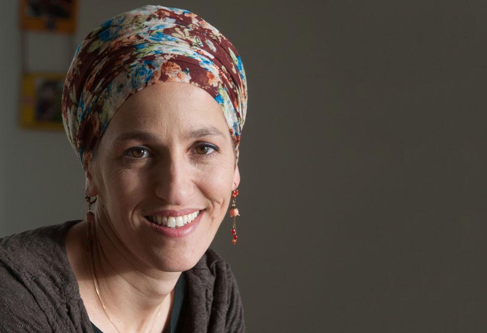 """לקח לי הרבה שנים להגיד: 'כן, הייתי נשואה לגיבור ישראל'"""". מאיה אוחנה מורנו (צילום: עדי אדר)"""