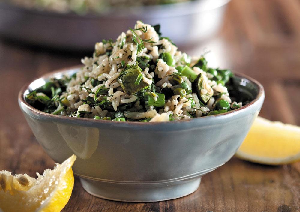 פאר המטבח הפרסי. אורז ירוק עם עשבי תיבול, אפונה וזוקיני (צילום: דניאל לילה, סגנון: עמית פרבר)