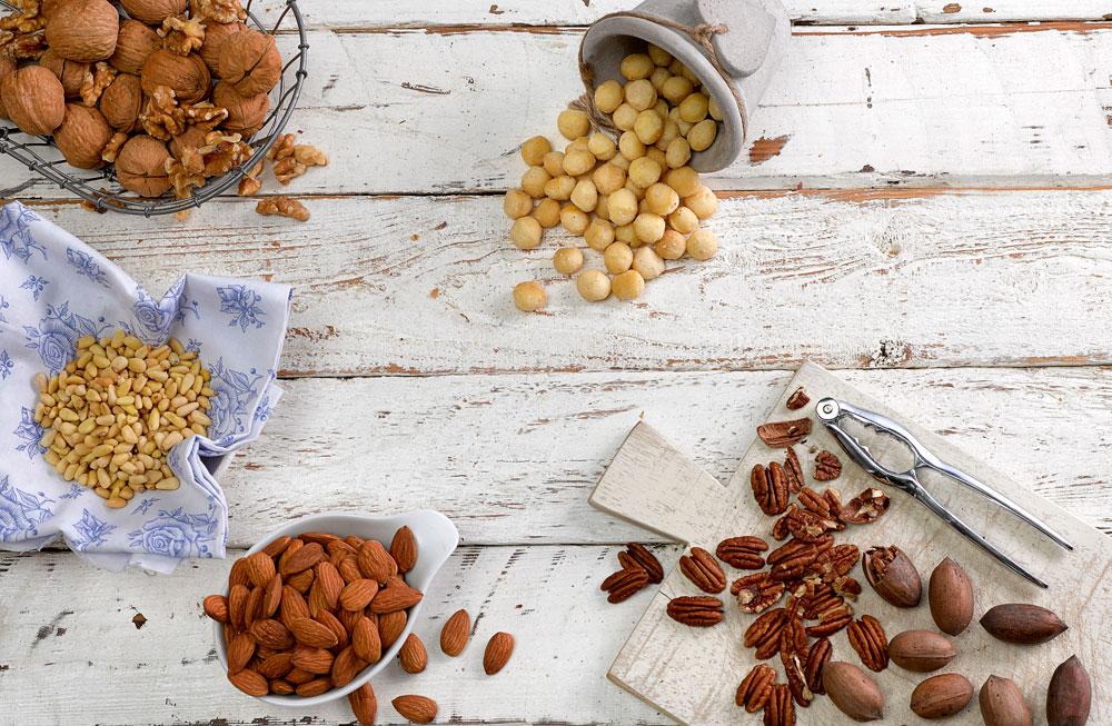 אין אגוז אחד שנחשב לבריא יותר מהאחרים, לכל אחד היתרונות שלו ולכן כדאי לגוון ולאכול סוגים שונים של אגוזים (צילום: מוטי פישביין סגנון: קרן ברק)