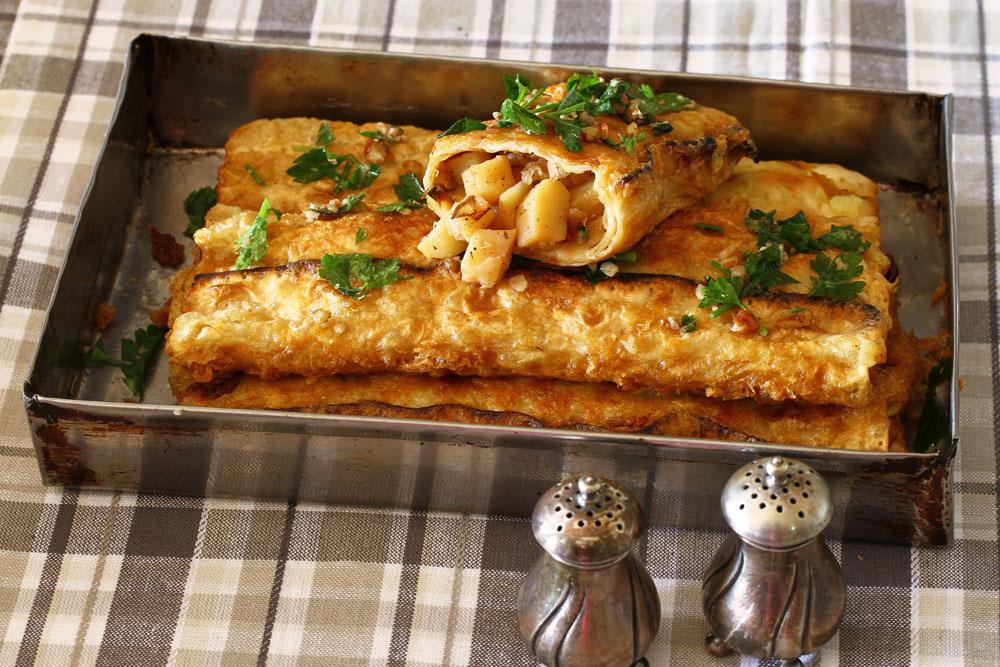 מצה מטוגנת במילוי תפוחי אדמה ובצל (צילום: אסנת לסטר)