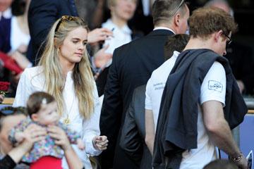 היא לא רוצה, אמא דווקא כן. קרסידה בונאס והנסיך הארי (צילום: gettyimages)