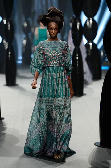 לקוחות עם כיסים עמוקים. תצוגה של זארינה בשבוע האופנה בדובאי (צילום: gettyimages)