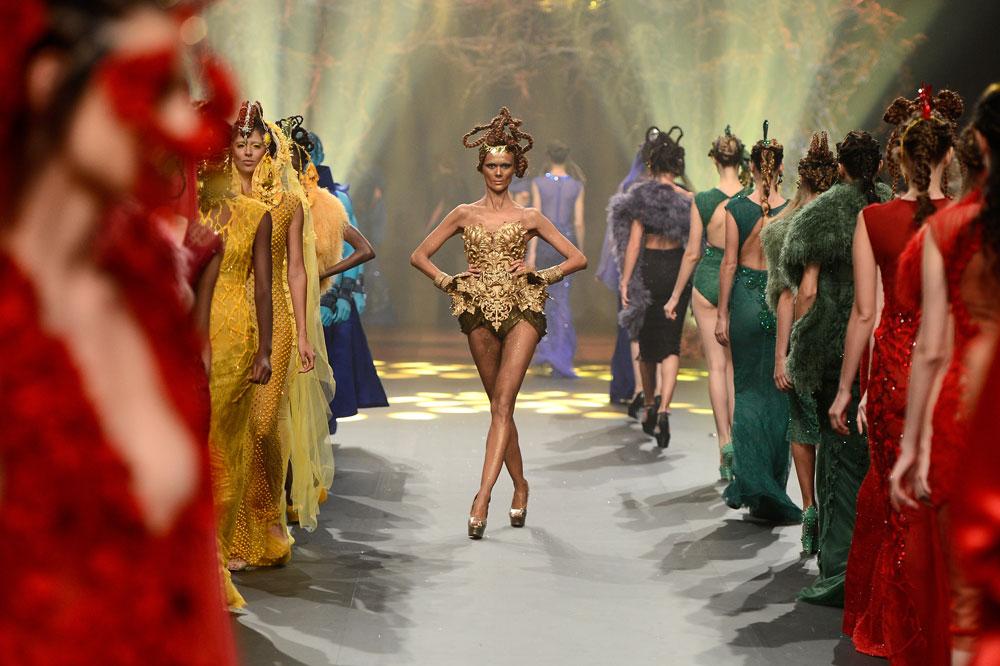 Amato By Furne One בשבוע האופנה בדובאי. לא רק בגדים צנועים (צילום: gettyimages)