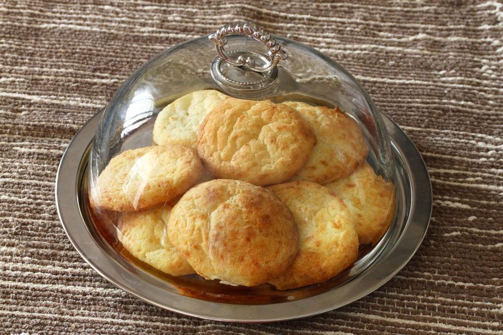 עוגיות גבינה מלוחות ללא גלוטן (צילום: אסנת לסטר)