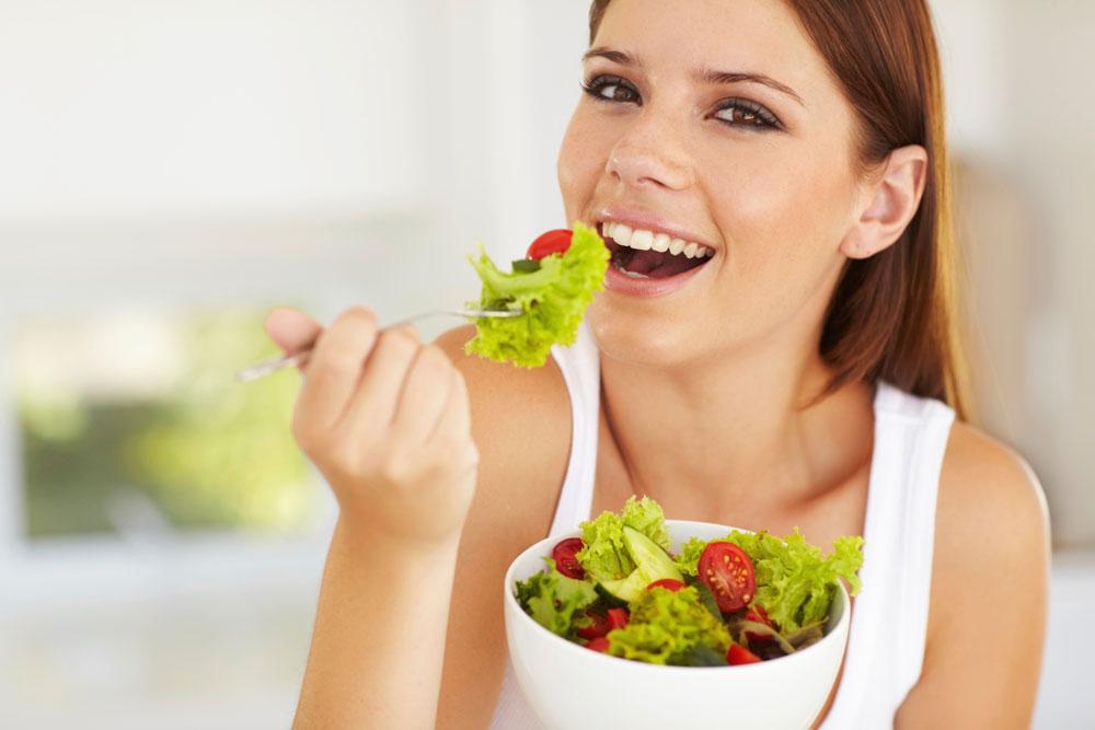 הנגישות של מזון ולא העדפה או אהבה אליו, היא הקובעת כמה קלוריות נכניס לגוף (צילום: thinkstock)