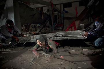 מתוך צילומי הסרט על קריסת בניין רנא פלאזה (צילום: gettyimages)