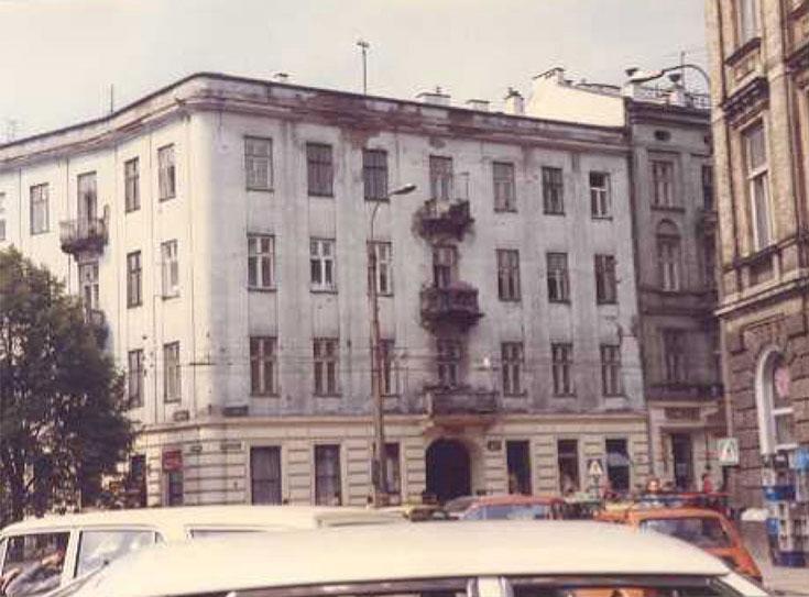 הבית ברח' מרשלקובסלה 41 שבו שהה וייסברג שנה וחצי (מתוך האלבום הפרטי)