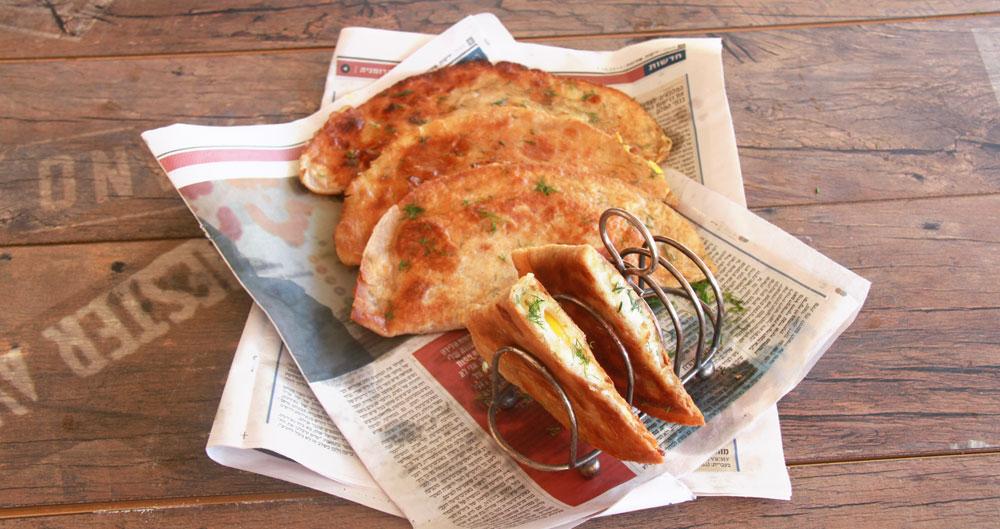טורטייה מטוגנת במילוי ביצה (צילום: אסנת לסטר)