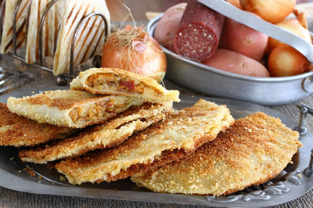 טורטיות ממולאות בתפוחי אדמה (צילום: אסנת לסטר)