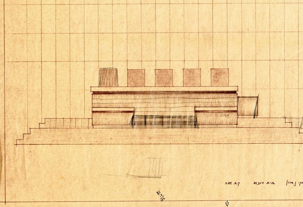 חנה ארנדט כתבה: ''מי שתיכנן את האודיטוריום הזה חשב על תיאטרון, מלא בתזמורת ויציעים, עם קדמת במה ובמה, ועם דלתות צדדיות לכניסת השחקנים'' (באדיבות ארכיון אדריכלות ישראל)