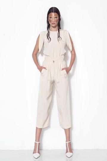 """עיצוב של יוסף. """"לא הייתי מעצב לה שמלה, הייתי הולך על חליפת מכנסיים מחויטת"""" (צילום: דביר כחלון)"""