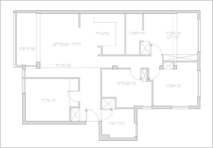תוכנית הדירה המקורית. משמאל לדלת הכניסה: חדר שינה שבוטל (תכנית: ארז ברוכי)