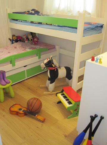 חדר הילדים. חלק מהשבוע כאן, וחלק בבית אמם ( צילום: ארז ברוכי)
