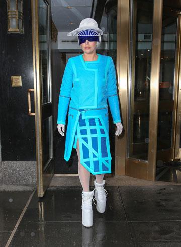 """ליידי גאגא בעיצוב של זילברשטיין. """"זה מחמיא מאוד שמכל המעצבים שהיא מחזיקה, היא בחרה ללבוש דווקא את הבגדים שלי"""" (צילום: splashnews/asap creative)"""