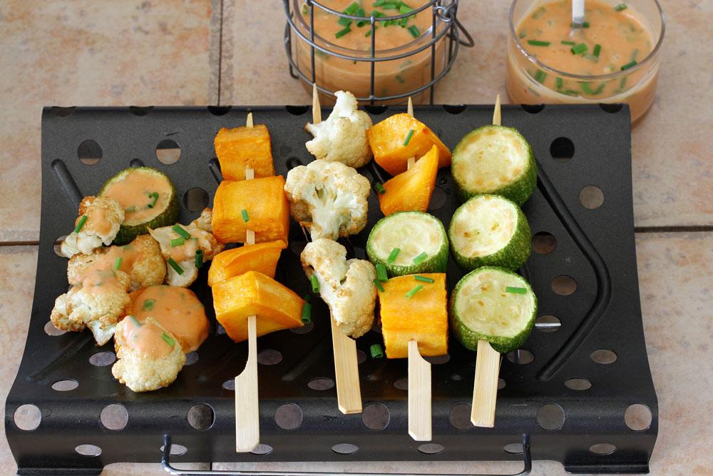 שיפודי ירקות ברוטב מיונז (צילום: אסנת לסטר)
