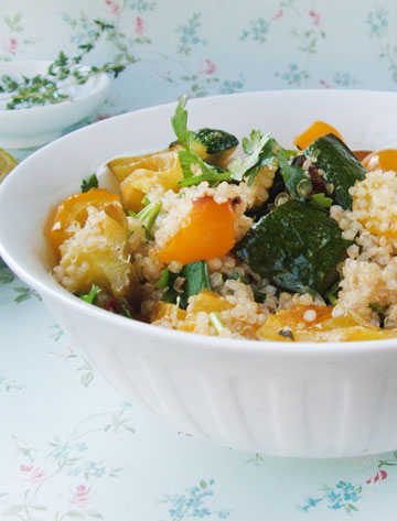 סלט קינואה עם ירקות קלויים (צילום: ענת לבל)