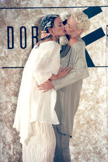 """""""כל המדינה דיברה על זה למחרת"""". התצוגה של דורין פרנקפורט בהפקתו של מוטי רייף בשנת 1994 (צילום: אבי ולדמן)"""