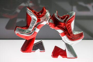 עיצוב של Jochen Kronier – יש יותר גרוע מסטילטו (צילום: gettyimages)