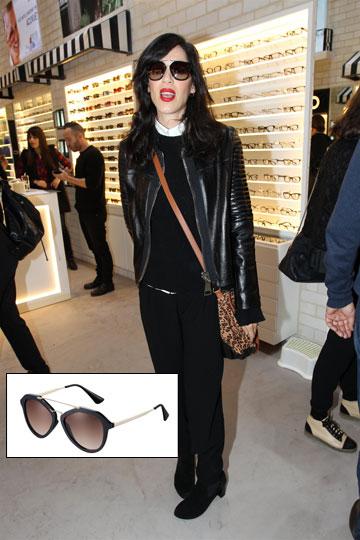 לא רואה בעיניים: איגי וקסמן מרכיבה פראדה לבית i-optic  (מחיר: 1,300 שקל) (צילום: רפי דלויה, כריס מאק)
