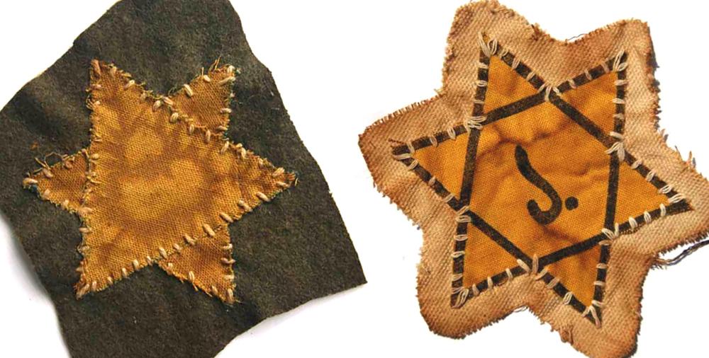 ''יש להורות על כך שהיהודים יהיו מסומנים תמיד בכוכב משושה צהוב נראה לעין, בגודל מינימלי של 10 ס״מ, על החזה בצד שמאל'', נכתב בצו מ-1941. מימין: טלאי בלגי, עם האות J, הראשונה במלה JUIF (יהודי). משמאל: צהוב על לבד שחור וללא טקסט, בטלאי מגרמניה