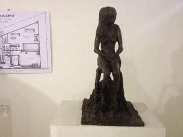 הפסל שהקדיש וילנברג לרות דורפמן, שנספתה בטרבלינקה (שמואל ווילנברג – פסלים ותרשימים מוזיאון בית לוחמי הגטאות)