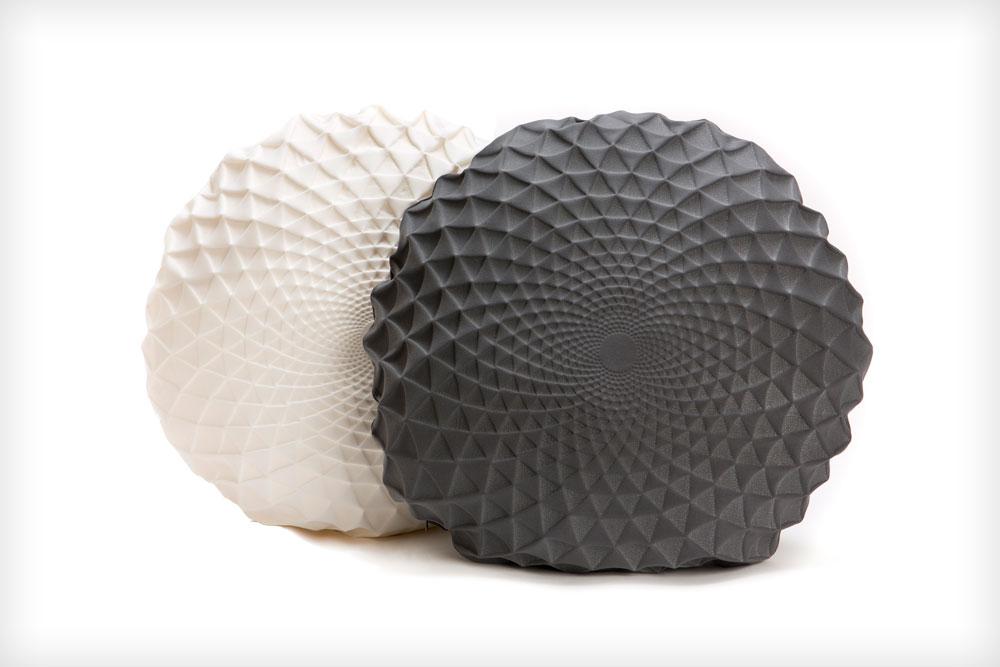 כריות מהסדר החדשה Noam. הפרויקט הבא של בר הוא שיתוף פעולה עם חברת גרביים שווייצרית (צילום: מיכאל טופיול)