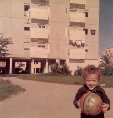 בארי בן שלום בשכונת ילדותו. לא מתוכנן, ואולי טוב שכך