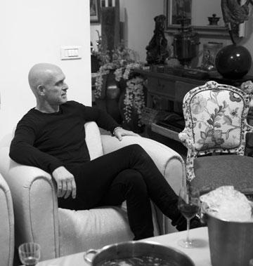 """""""גם עם מיכאלה ברקו לא רצו לעבוד פה בהתחלה, כי היא לא היתה מפורסמת. רק כשהיא חזרה מחו""""ל התחילו לעבוד איתה"""". מוטי רייף (צילום: מירב בן לולו )"""